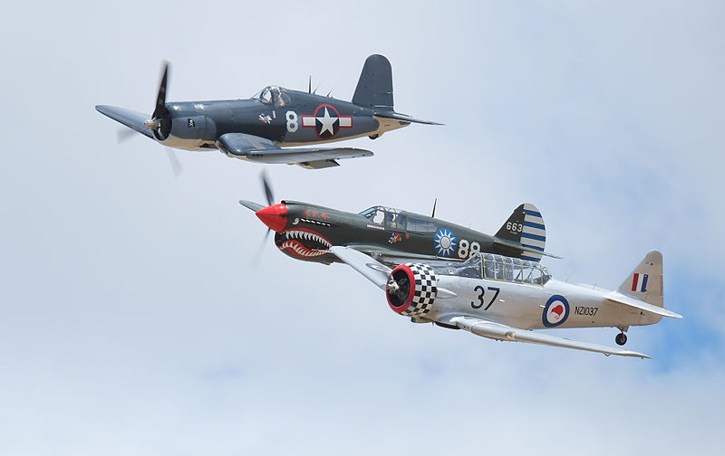 F4U_Corsair_and_P-40_Kittyhawk_and_Harvard_in_formation_flight