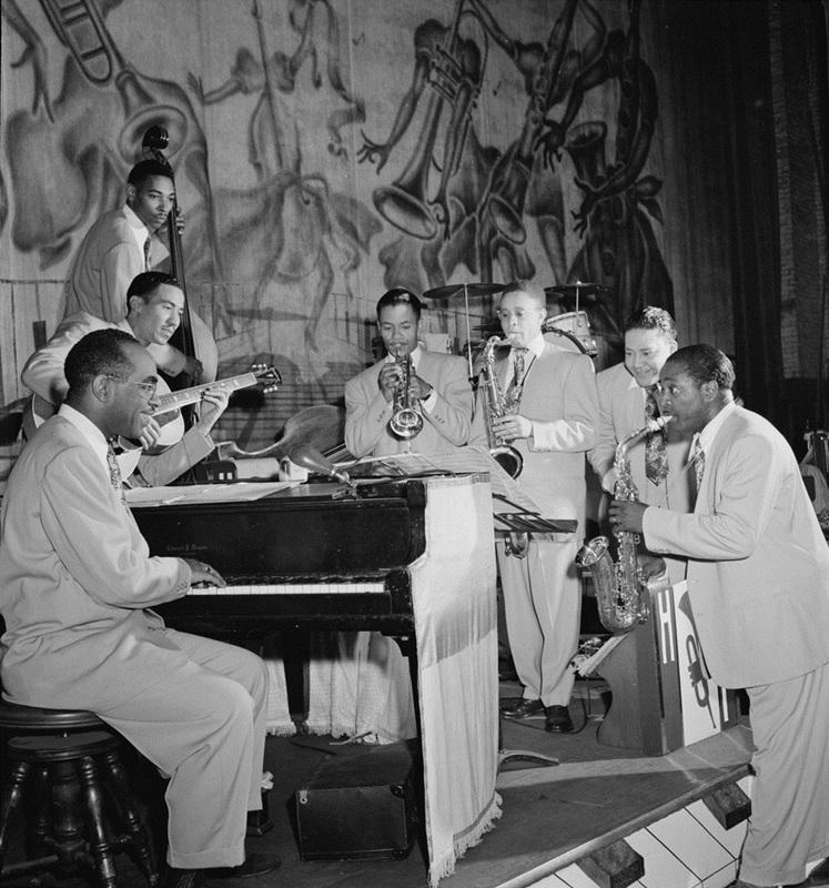 Louis_Jordan's_Typany_Five,_New_York,_N.Y.,_between_1946_and_1948_(William_P._Gottlieb_04751)